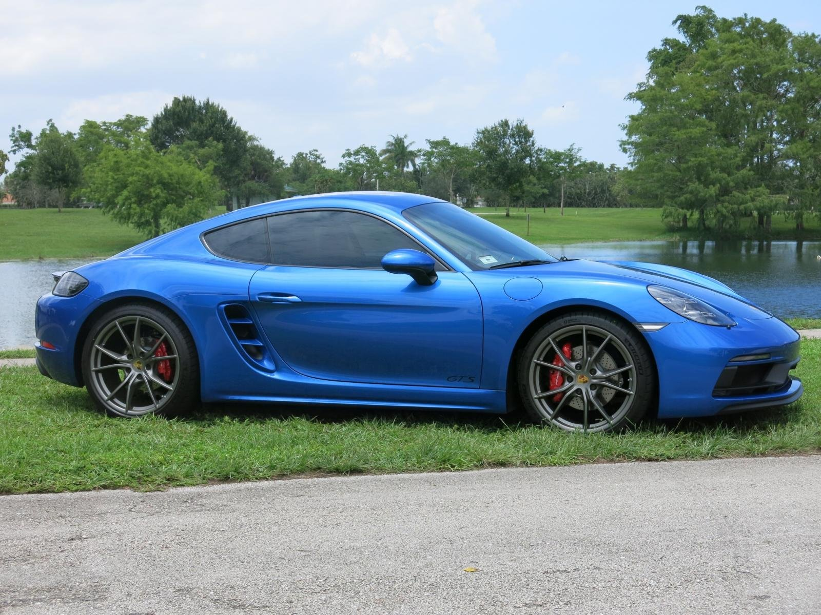 2018 sapphire blue cayman gts porsche 718 forum. Black Bedroom Furniture Sets. Home Design Ideas